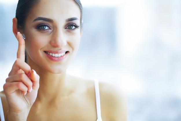 La ortoqueratología es un método que mediante el uso de lentes de contacto especialmente diseñados y adaptados permiten corregir de manera temporal la córnea.
